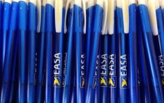 EASA (Europäische Agentur für Flugsicherheit) spendet 8.000 Kugelschreiber