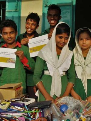 Für Kinder und Schüler in Bangladesch Stifte gesammelt und gespendet