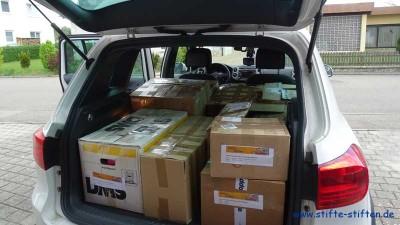 Stifte werden zu den Landespartner im Privat-Pkw transportiert