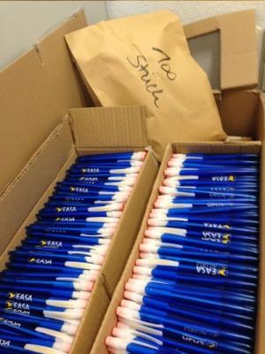 Kugelschreiber der EASA für Kinder in Afrika