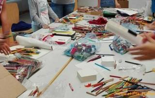 Jugendrotkreuz Teningen sammelt, testet und sortiert Stifte für Kinder in Afrika