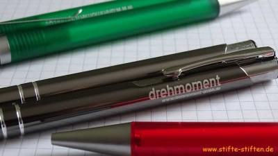 Unternehmen sammeln und spenden Kugelschreiber für Kinder in Afrika
