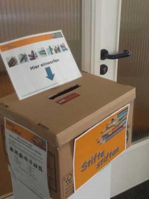 Unternehmen stellen Sammelbox für gespendete Kugelschreiber auf
